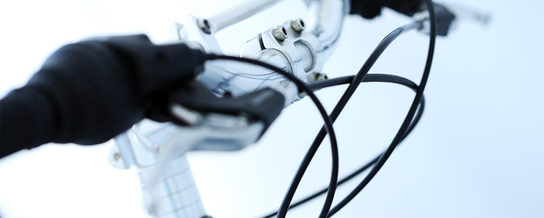 Fune di acciaio rivestita: scopri i cavi bowden per trasmissioni flessibili
